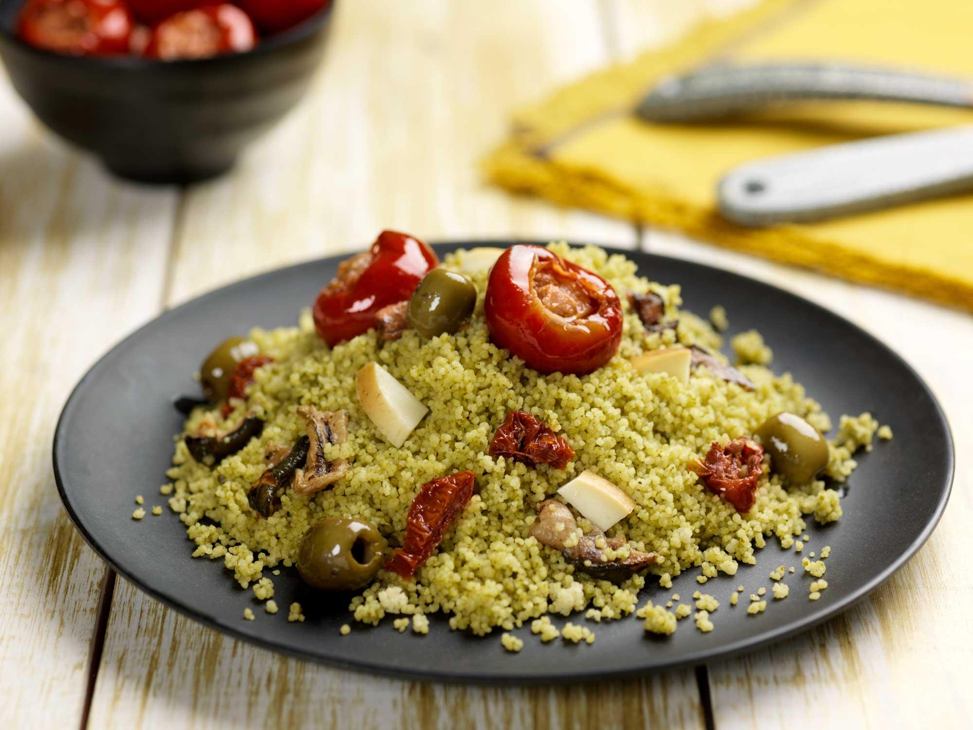 couscous con pesto di rucola e spinaci e sottoli