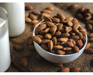 Bisogna fare il pieno di legumi, cereali integrali, frutta a guscio e semi oleosi